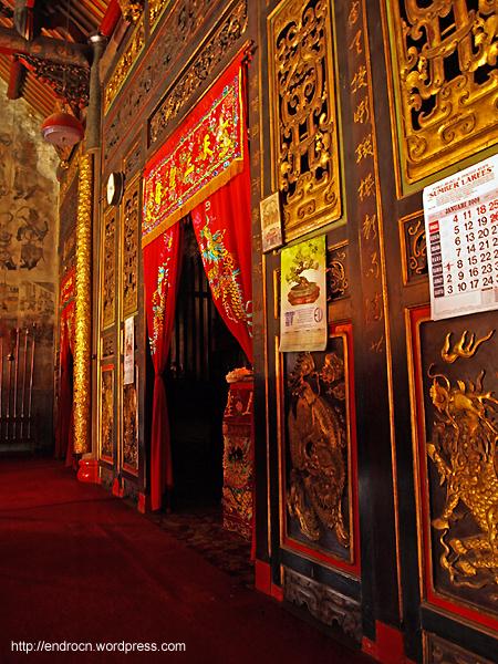 Dinding Altar