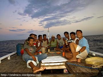 Ulang tahun di atas kapal nelayan Pulau Ndao
