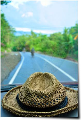 Topi jerami, teman setia perjalanan ke Maluku